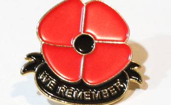 WE REMEMBER Poppy Pin